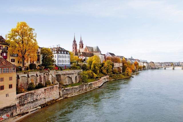 Grossbasler Rheinufer_(c) Basel Tourismus